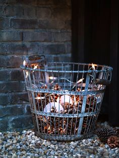 Oogappeltjes bij elkaar | Seasons Scandi Christmas, Christmas Love, Outdoor Christmas, Winter Christmas, Basket Lighting, Back Patio, Winter Time, String Lights, Patio Ideas