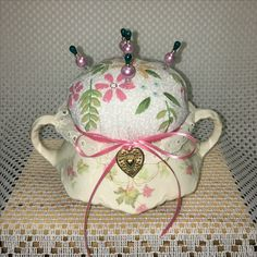 Made in USA Sugar Bowl, Quilted top. Decorative Pins. Item#4c $25