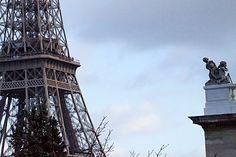 Quer achar o endereço exato de uma bela cena do filme Meia Noite em Paris? A cena com torre Eiffel como fundo? Leia nosso artigo.