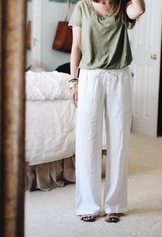 2df8c33bd3 42 Inspiring White Linen Pants Outfits Ideas