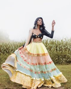 Latest Collection of Lehenga Choli Designs in the gallery. Lehenga Designs from India's Top Online Shopping Sites. Indian Lehenga, Indian Gowns, Indian Attire, Indian Ethnic Wear, Lehenga Choli, Sari, Indian Diy, Pakistani, Indian Fashion Dresses