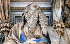 Claus Sluter, Well of Moses, 1395-1405Il Pozzo dei Profeti o di Mosè (in francese Puits de Moïse) è un complesso scultoreo tra i capolavori di Claus Sluter e della scultura tardo gotica europea in generale. Si trova nella Certosa di Champmol, presso Digione.