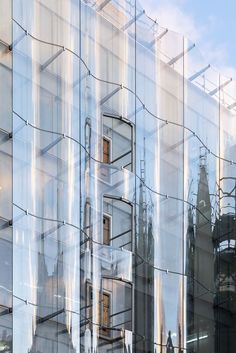 Paris – Source by Glass Building, Building Facade, Building Design, Concept Architecture, Facade Architecture, Glass Curtain Wall, Best Architects, Glass Facades, Commercial Architecture