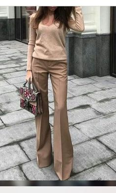 pullover beige pants brown marroni Source by eraldamaggio Dresses outif Stylish Work Outfits, Business Casual Outfits, Office Outfits, Mode Outfits, Fall Outfits, Fashion Outfits, Office Wardrobe, Office Dresses, Capsule Wardrobe