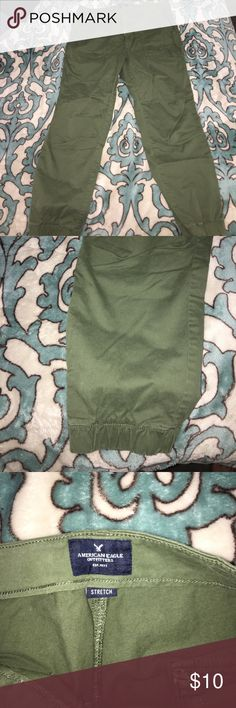 CARGO PANTS//American Eagle SIZE: 12 BRAND: American Eagle// BASICALLY BRAND NEW WITH OUT TAGS!!! I Forreal only wore it once and it was to the Justin Bieber concert last year! Super cute Kim possible vibes with a jean feel!! Hella cute super affordable compared to what I bought it for smh American Eagle Outfitters Jeans Ankle & Cropped