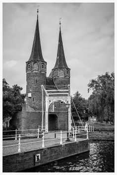Eastern Gate frontside. The Eastern Gate (Oostpoort) in Delft, an example of Brick Gothic northern European architecture, was built around 1400. | Peter Jaspers