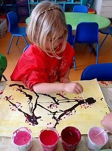 sakura japonais Toddler Preschool, Toddler Crafts, Preschool Crafts, Art Lessons For Kids, Art For Kids, Valentines Day Japan, Around The World Theme, Chinese New Year Party, Chinese Crafts