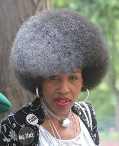 Hail the Fro! 18 Beautiful Photos of Undefined Afros All Hail the Fro! 18 Beautiful Photos of Undefined AfrosAll Hail the Fro! 18 Beautiful Photos of Undefined Afros Afro Chic, Curly Hair Styles, Natural Hair Styles, Natural Beauty, Silver Grey Hair, White Hair, Black Silver, Pelo Afro, Pelo Natural