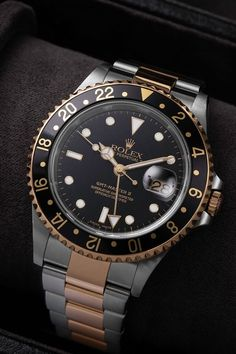 You want a GMT watch, but are not a fan of colourful bezels? If so, the Rolex GMT-Master II (Ref. 16713) could be the answer! With a 40-mm case in Rolesor and an equally Rolesor Oyster strap, this GMT-Master II comes with a black aluminium bezel, a black dial with gold hands and indices as well as a date window at 3 o'clock. Powered by an automatic movement, the GMT-Master II (Ref. 16713) also comes with a water resistance of up to 100 metres.