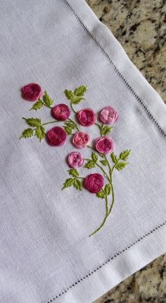 Embroidery Rose from Surface Embroidery Hand until Jdr Brazilian Embroidery Thread round Embroidery Brazilian Embroidery Stitches, Hand Embroidery Videos, Embroidery Flowers Pattern, Rose Embroidery, Hand Embroidery Stitches, Learn Embroidery, Embroidery Hoop Art, Hand Embroidery Designs, Cross Stitch Embroidery