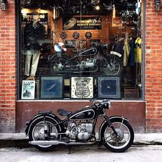 Pretty much out here having a lot of fun! Motorbikes shall no longer be just meant for guys Motos Bmw, Bmw Scrambler, Bmw Motorcycles, Vintage Motorcycles, Bmw Boxer, Bmw Cafe Racer, Cafe Racer Motorcycle, Motorcycle Store, Bmw Classic Cars