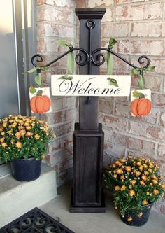Front porch welcome post ideas are sure to inspire your next project. It will add warmth and charm to your porch. Find the best designs for Welcome Post, Decoration Entree, Porch Posts, Front Door Decor, Porch Decorating, Interior Decorating, Interior Design, Home Projects, Crafty