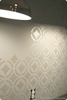 How to shimmer stencil a wall from Thrifty Decor Chick blog