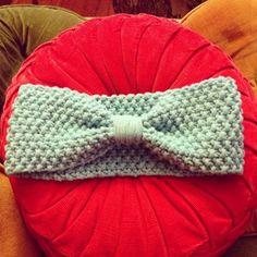 Knit pattern earwarmer