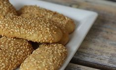 These easy sesame seed cookies are made with butter, vanilla, and toasted sesame seeds. The sesame seed cookies are rolled in more sesame seeds. Sesame Seed Cookies Recipe, Italian Sesame Seed Cookies, Sugar Cookies Recipe, Yummy Cookies, Cookie Recipes, Italian Cookies, Cake Cookies, Rice Recipes, Crack Crackers