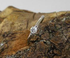 solitario de oro blanco y diamante