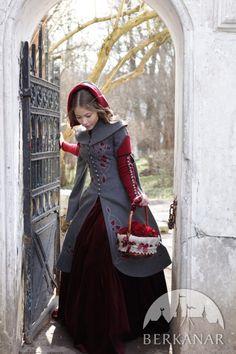"""Пальто """"Сказки Братьев Гримм"""" будто бы сошло с иллюстрации к сказкам Братьев Гримм: трогательное, романтичное и волшебное! Прототип силуэта - платья эпохи поздней готики, а также пышные силуэты барочной моды."""