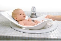Infant Tub by Puj is the easiest bath tub ever! Made from a soft foam that folds and conforms to almost any sink, the Puj Tub cradles and protects the baby during bath time. Hang or store the tub flat anywhere you would like. Baby Must Haves, Pregnancy Must Haves, Baby Basics, Baby Baden, Baby Shooting, Baby Tub, Newborn Bath Tub, Baby Sink Bath, Shower Baby