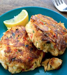Melt-in-your-Mouth Crab Cakes Recipe Cajun Crab Cakes Recipe, Crab Recipes, Appetizer Recipes, Dinner Recipes, Appetizers, Grilled Crab, Crab Dishes, Seafood, Kitchens