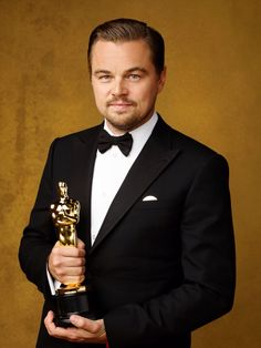 """prettymysticfalls: """""""" Leonardo DiCaprio, winner of the award for Best Actor in a Leading Role for 'The Revenant', poses for portrait session of the Annual 'Academy Awards' [x] [x] """" """" Leonardo Dicaprio Biography, Leonardo Dicaprio Net Worth, Leonardo And Kate, Leonardo Dicapro, Outfits Casual, Mode Outfits, John Travolta, Hollywood Actor, Hollywood Stars"""