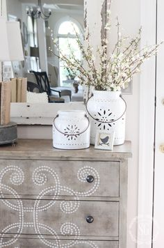 WHY I CHANGE UP MY DECOR AND YOU SHOULD TOO! Changing our home decor can inspire us, awaken our creativity and make us fall in love with our homes again!