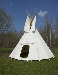 Our 4 m Native American (Sioux style) tipi is a nice large style for a garden tent or for travelling. It is made for you with from mixed fabric appr 400 g/qm ( (also all Cotton avaible please tell us your choice) , heavy and strong fabric  The fabric is waterrepelling and against mould satureted. Canvas Teepee Tent, Teepee Tent Camping, Diy Tent, Canvas Wall Tent, Glamping Tents, Sioux, Native American Teepee, Native American Fashion, American Indians