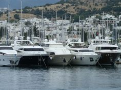 Port de Bodrum en Turquie avec ces goèlettes. Turkish's lovely harbour with it yacht