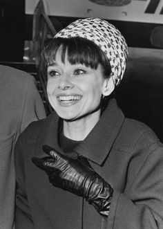 Audrey Hepburn, 1964. | 41 Vintage Pictures Of Heathrow Airport That Show Air Travel Was Once A Stylish Affair