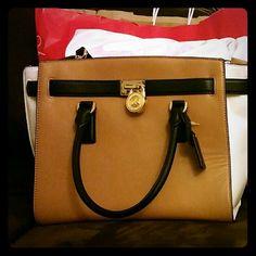 Mk purse like new Like new mk purse worn it twice Michael Kors Bags Satchels