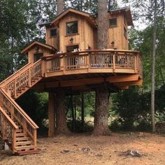DIY Tree House Ideas For Your Inspiration Cool Tree House Ideas to Take Your Project to the Next Level. … The goal of an awe-inspiring tree house is to make it unforgettable and a place where… Adult Tree House, Tree House Plans, Tree House Homes, Diy Tree House, Tree House Interior, Beautiful Tree Houses, Cool Tree Houses, Amazing Tree House, Beautiful Homes