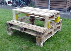 Picnic Table | Creative Ways to Repurpose Pallets