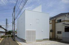 A.L.X. / junichi sampei uses giant skylight to illuminate cuboid dwelling in tokyo