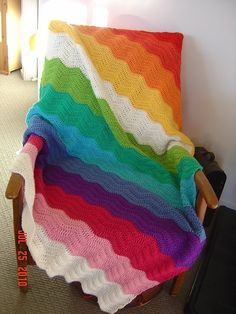 Ravelry: Rippling happiness using Lucy ripple pattern. Divine blanket, I covet thee! Thanks so xox.love the colors! Crochet Home, Knit Or Crochet, Crochet Crafts, Crochet Projects, Crochet Birds, Crochet Animals, Crochet Ripple Blanket, Crochet Blanket Patterns, Knitting Patterns