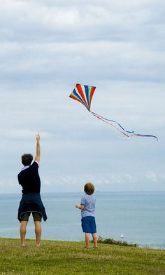 """Up and away - an attractive stripey Diamond kite rises into the wind. T.P. (my-best-kite.com) """"Dover_White Cliffs_62"""" Cropped from a photo by jjay69 on Flickr (cc). Flying Photography, Children Photography, Nature Photography, Family Photography, Go Fly A Kite, Kite Flying, Dover White, Makar Sankranti, Drawing Sketches"""