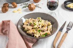Aujourd'hui je vous retrouve avec une recette de one pan pasta au poulet et aux champignons avec laquelle nous nous sommes régalés!! Deuxième fois que je fais un one pan pasta de ma vie! La première…