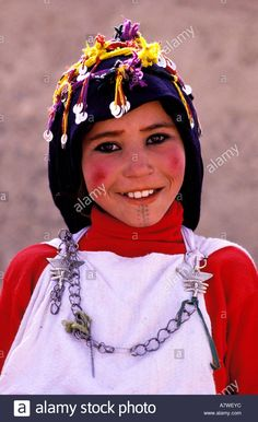 Morocco, Haut Atlas, Imilchil, young Berber girl of Ait Haddidou tribe during the Wedding Moussem (festival).