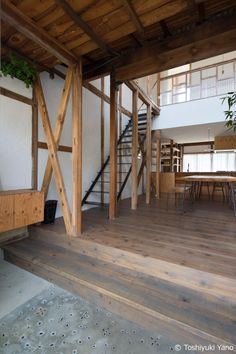 Renovation in Nekogahora is a minimal home located in Aichi, Japan, designed by Airhouse. Modern Japanese Interior, Japanese Modern, Modern Interior, Arch Interior, Studio Interior, Interior Decorating, Japan Architecture, Green Architecture, Cafe Japan