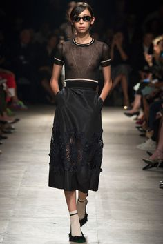 Issa Lish in Rochas Spring 2015 Ready–to–Wear. #SS15 #PFW