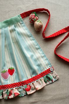 adorable apron from Nana Company ~ love the rick rack & button detail I love the ric rac detail.Amy does such beautiful work. Pleats with ruffles + ric rac Strawberry apron for child Cute Apron - bias tape instead of ribbon. Childrens Aprons, Cute Aprons, Sewing Aprons, Half Apron, Aprons Vintage, Retro Apron, Kids Apron, Creation Couture, Love Sewing