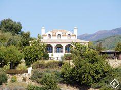 Villa exclusiva de 4 dormitorios en Monte Mayor Golf & Country Club, en Marbella con vistas increíbles del mar y las montañas