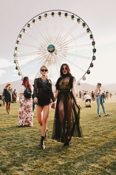 How Sonia Ben Ammar Conquered Coachella in Style Casual Festival Outfit, Rave Festival Outfits, Look Festival, Coachella Festival, Edm Festival, Festival Fashion, Festivals, Festival Makeup, Sonia Ben Ammar