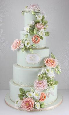 Mint and peach wedding cake with gold accents. Beautiful sugar flowers including old fashioned roses and rose leaves, ranunculus, hypericum berries, sweet peas, and lisianthus. Gorgeous Cakes, Pretty Cakes, Peach Mint Wedding, Gold Wedding, Floral Wedding, Green Wedding Cakes, Trendy Wedding, Spring Wedding, Elegant Wedding