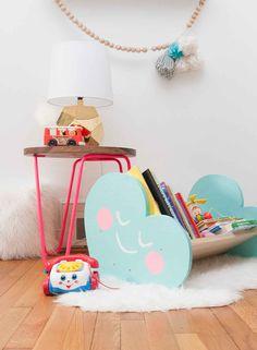 DIY book bin | via LayBabyLay