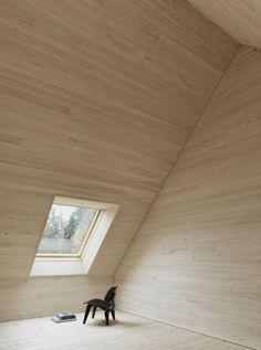prachtige materiaal gebruik met hout op de zolderkamer