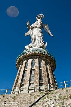 Virgen Del Panecillo in Quito, Ecuador. Mi maravilloso Padre, construyo la estructura e instaló la escultura de Agustín de la Herrán
