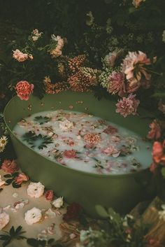 How to Create Beautiful Milk Bath Photography A milk bath strewn with flowers and petals Nature Aesthetic, Witch Aesthetic, Flower Aesthetic, Aesthetic Beauty, Bath Benefits, Spiritual Bath, Milk Bath Photography, Portrait Photography, Images Esthétiques