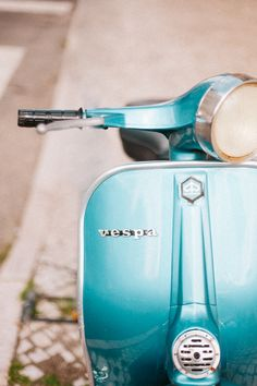 Blue Vespa Photo Vespa Photo Vintage Style Feminine by hellotwiggs Hipster Fashion, Vintage Fashion, Vespa Vintage, Pastel Decor, Photography Projects, Vintage Looks, Vintage Style, Art Day, Vintage Photos