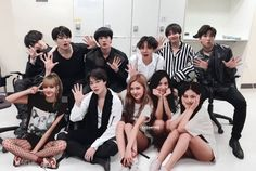 Find images and videos about kpop, bts and jungkook on We Heart It - the app to get lost in what you love. Pop Group, Girl Group, Bts Blackpink, Bts Twice, Black Pink Kpop, Bts Group Photos, Bts Girl, Kpop Couples, Blackpink And Bts