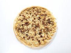 vegane Pizza mit Sauerkraut und Räuchertofu