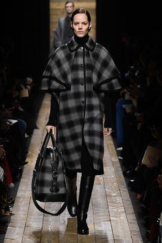 Michael Kors Collection Fall 2020 Ready-to-Wear Fashion Show - Vogue Fashion Models, Fashion 2020, New York Fashion, Fashion Fashion, Fashion Outfits, Daily Fashion, Street Fashion, Runway Fashion, Runway Models